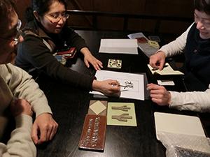 写真:表札製作の打合せ