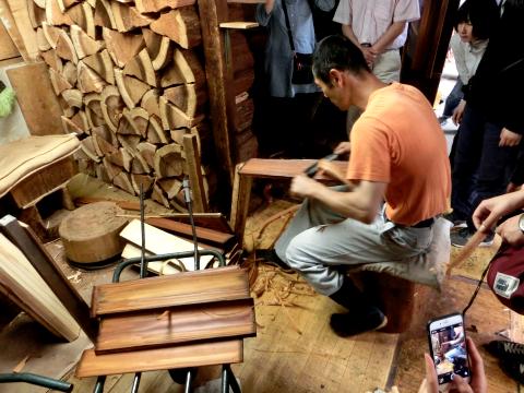 写真:樽丸の製作工程(センで仕上げる)