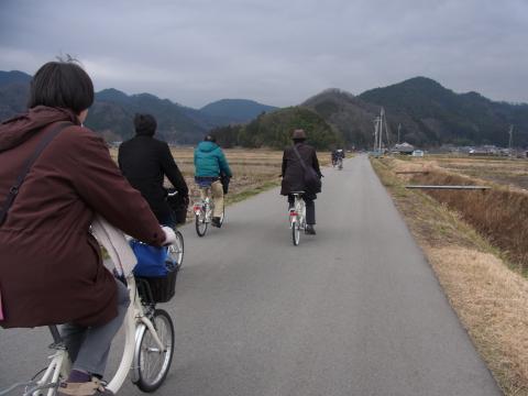 写真:集落・丸山へのサイクリング