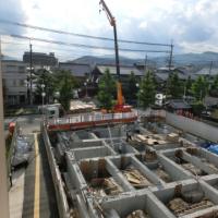 写真:型枠を外したばかりの地中梁と基礎