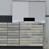 写真:外壁塗り見本とタイル張り見本