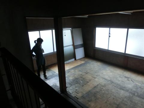 写真:建物の現状を調査