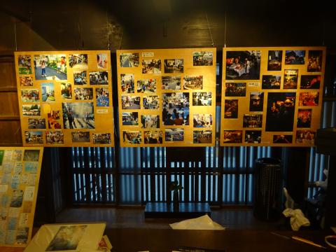 写真:「ゲーム」「芸人や学生の出し物」「宵の大人たちの楽しみ」等の写真パネル