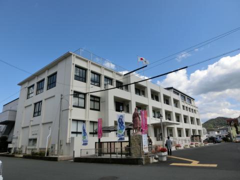 写真:綾部市役所本館