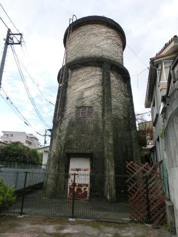 写真:三島のまちなかに唯一残された給水塔