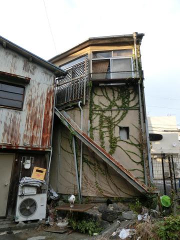 写真:三島のまちで見かけた避難路