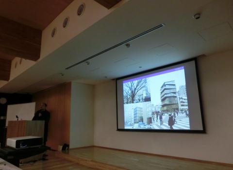 写真:ティンバライズ2015OSAKA展の基調講演で話す腰原氏