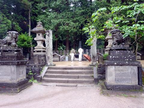 写真:飯盛山にある白虎隊の墓地
