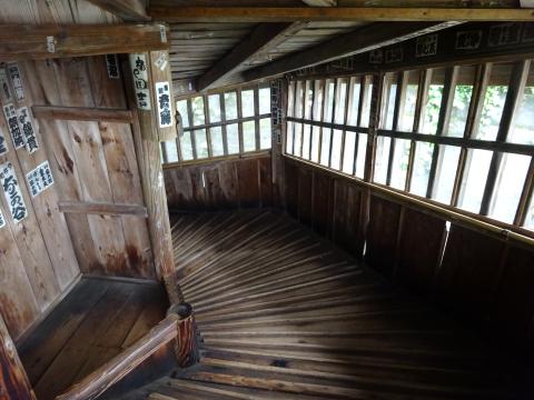 写真:会津さざえ堂の内部