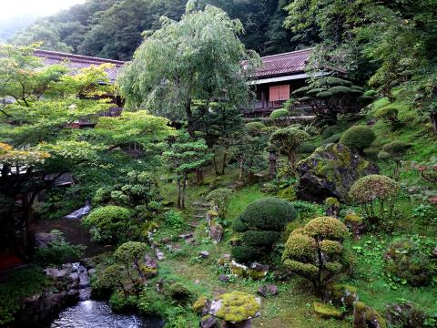 写真:向瀧の中庭