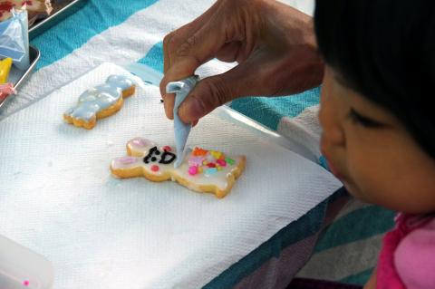 写真:洛西ママカフェのアイシングクッキーづくりの体験