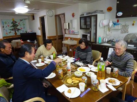 写真:地域懇談会&忘年会の様子