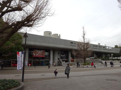 写真:東京文化会館のエントランス側の外観