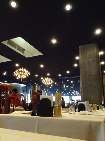 写真:中2階レストランの天井