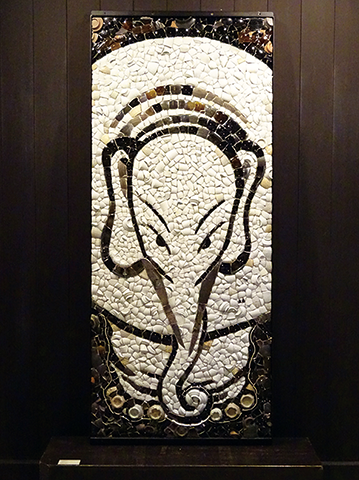 写真:外村まゆみ「白象図」