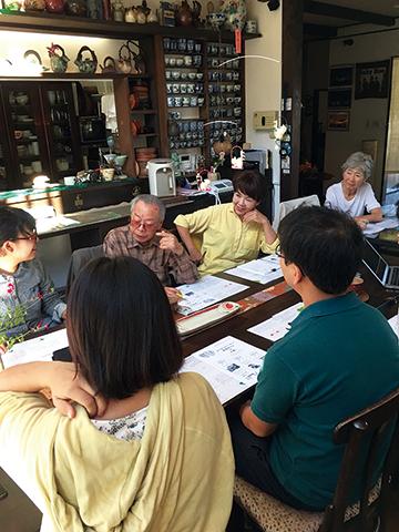 写真:共住カフェの様子