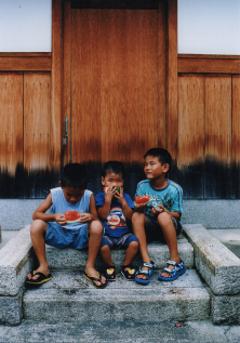 写真:ミセノマ企画第11回 写真展「子育てのまち京都の夏・地蔵盆」より