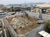 写真:旧上京病院の地下部分の解体作業