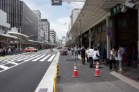 写真:歩道の幅が倍になる新京極・寺町通の交差点付近