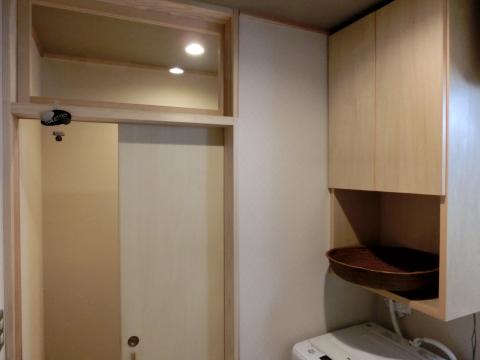 写真:洗面・脱衣所とトイレ入り口